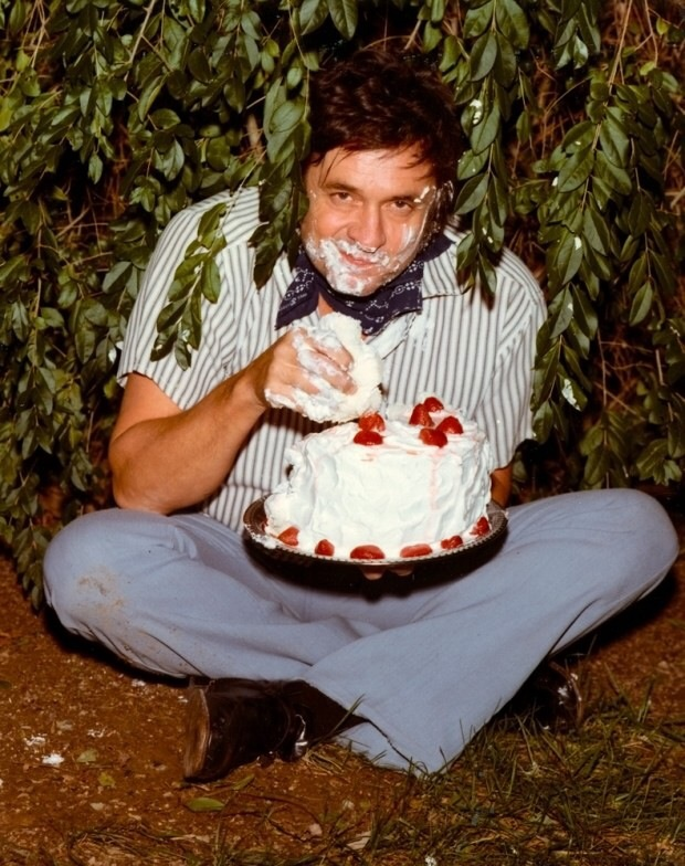 Johnny cash eating cake in a bush high